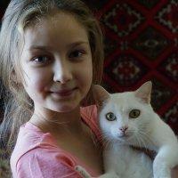 Портрет с котом на фоне ковра. :: Валентина Налетова
