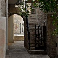 Улицы Иерусалима, внутренний дворик :: Владимир Брагилевский