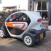 Renault Twizy на зарядке :: Natalia Harries