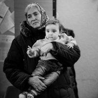 Мадонна с ребенком в смутные времена :: Юрий Филоненко