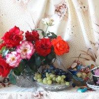 Сентябрьские розы в натюрморте... :: Тамара (st.tamara)