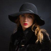 Портрет молодой женщины :: Анатолий Тимофеев