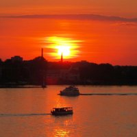 Закат на реке :: Александр Михайлов