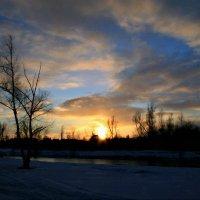 Рисует солнца нежный луч по голубому золотым ... :: Евгений Юрков