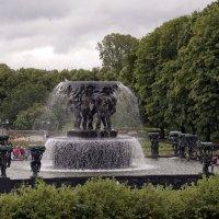 Фонтан в парке Вигеланда :: Александр Рябчиков