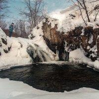 На замерзающем водопаде :: Артём Удодов