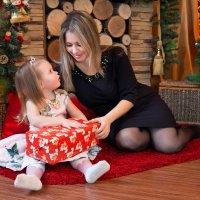 Семейные праздники, ожидание подарков и чудес. Эх, счастливое детство, как хочется в него вернуться! :: Райская птица Бородина