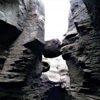 Каньон реки Студеной. Висячий камень :: Schbrukunow Gennadi