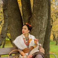 Осенний портрет на фоне... :: Сергей Мягченков