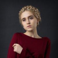 Студийный портрет. :: Станислав Хохолков