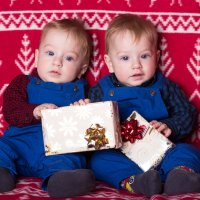 Двойняшки с подарками :: Valentina Zaytseva