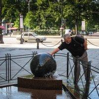 Крутится, вертится шар голубой... :: Владимир Безбородов