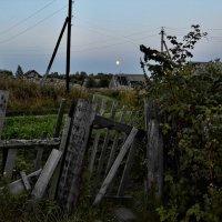 Лунный вечер с крыльца старого дома... :: Владимир Ильич Батарин