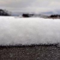 Фокус на снежке, что на периле моста. У Северодвинска. :: Михаил Поскотинов