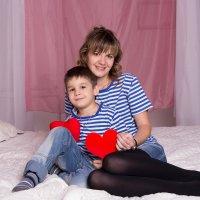 Мама с сыном в тельняшках :: Valentina Zaytseva