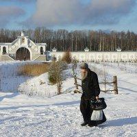 В Иоанно-Богословском Савво-Крыпецком монастыре. Жизнь идет... :: Елена Павлова (Смолова)