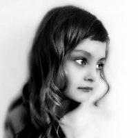 Маша-Маруся... 7 лет, но позирует сама,  как ей  нравится.. :: Валерия  Полещикова