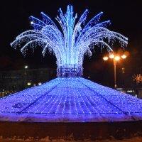 Электронный фонтан около муниципального культурного центра :: Александр Буянов