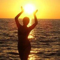"""Я возьму в руки солнце, подарю его вам""... :: Taina Fainberg"