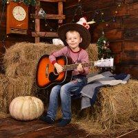 Мальчик с гитарой :: Валентина