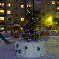 наш двор 2 :: Евгений Вяткин