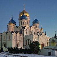 Вечер в Николо-Угрешском монастыре. :: Юрий Шувалов