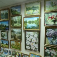 Великие Луки. Художественный салон. Много подарков-сувениров к Новому году... :: Владимир Павлов