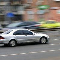 И, врубив седьмую скорость, Светло-серый лимузин Позабыл нажать на тормоз... :: Стас