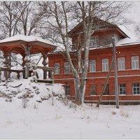 Красный дом. :: Марина Никулина