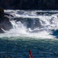 Рейнский водопад в Шаффхаузене, Швейцария крупным планом :: Witalij Loewin