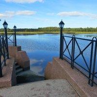 Спуск к воде на базе отдыха :: Светлана