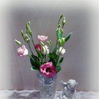 Эустома и ангел :: Nina Yudicheva