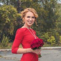 Women in red :: Zhenia Lisin