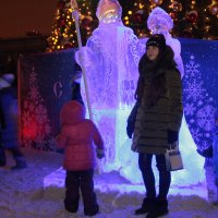 Фото с Дедом Морозом и Снегурочкой :: Александр Алексеев