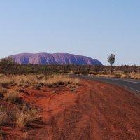 Красная земля. Центр Австралии. Скала УЛУРУ. :: Лара Гамильтон