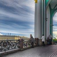 Прогулки по Дворцовой площади :: Valeriy Piterskiy