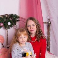 Мама с дочкой на кровати :: Valentina Zaytseva