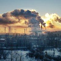 Рассвет на городом... :: Сергей Смоляков