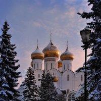 Зимний вечер в Ярославле :: Николай Белавин