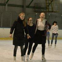 Три девицы на льду :: Олег Отт