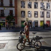 Свет и тень...Гуляя испанскими улочками. :: Александр Вивчарик