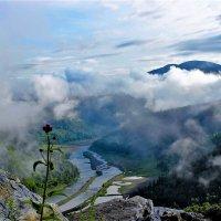 Распахнулся туман и открылась долина :: Сергей Чиняев