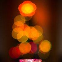 свеча на фоне елки) :: Дина Горбачева