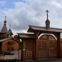 Деревянный храм во имя святых жен-мироносиц :: Nina Yudicheva