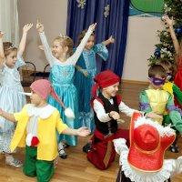 Новый год шагает по стране :: Дмитрий Конев