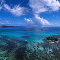 Остров в океане :: Дмитрий Лаудин