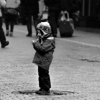 Куда уходит детство, в какие города, И где найти нам средство, Чтоб вновь попасть туда. :: Егор Егоров