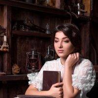 Девушка с книгами :: Альберт
