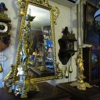 С той стороны зеркального стекла... :: Дмитрий