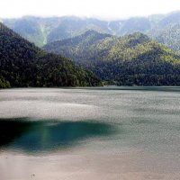 Озеро  Рица в  горном   тумане... :: Игорь Пляскин